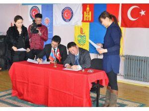 Moğolistan'da Sanat Ve Teknoloji Sınıfına Donanım Desteği