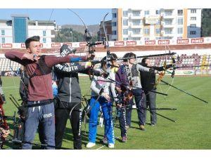Tokat'ta Okulsporları Okçuluk İl Birinciliği Yarışması
