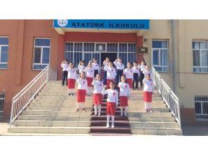 İlkokul Öğrencilerinden İşaret Diliyle Çanakkale Türküsü