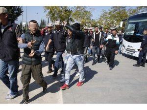 Antalya'da Terör Operasyonunda 21 Kişi Tutuklandı