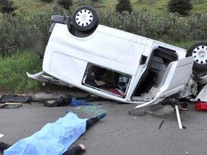 Kocaeli'de Hafif Ticari Araç Devrildi: 3 Ölü, 4 Yaralı