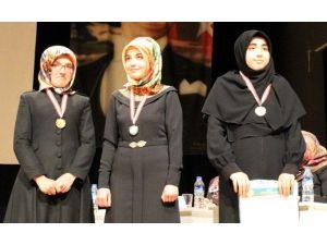 Kütahya'da Kız Öğrenciler Arası Kur'an-ı Kerim'i Güzel Okuma Yarışması