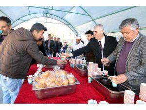 Aksaray Belediyesi 2 Bin Kişiye Hoşaf Ekmek İkram Etti
