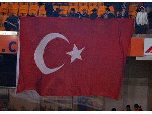 Beşiktaşlı Taraftarlardan Teröre Tepki