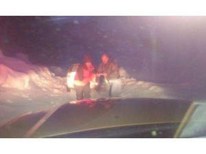 Kar Ve Yoğun Tipide Mahsur Kalan 3 Kişi Kurtarıldı