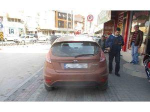 İzmit'te Kaldırıma Park Eden Araçlara Ceza Yağdı