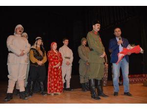 """Tatvan'da """"Çanakkale Destanı"""" Adlı Tiyatro Oyunu"""