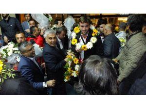 Dünya Şampiyonu Hentbolculara Antalya'da Muhteşem Karşılama