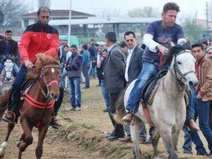 2016'nın İlk Rahvan AT Yarışı Şehitler Adına Düzenledi