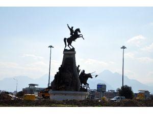 Atatürk Heykeli Antalyaspor Kavşağında