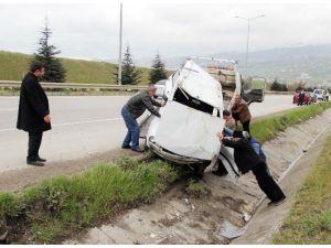 Satılığa Çıkardığı Otomobiliyle Kaza Yaptı