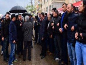 Polisten HDP'li Gruba Sert Tepki: Apo Diye Slogan Attırmam Yiyen Varsa Atsın