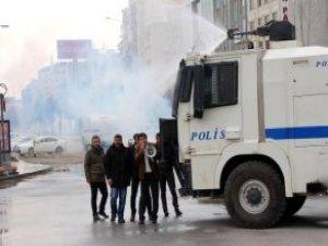 HDP'li Vekil Megafonla Polise Seslendi: Niye Müdahale Ediyorsunuz