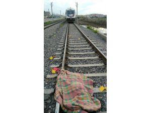 Suriyeli Kadın Trenin Altına Atlayarak İntihar Etti