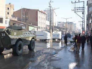 Yüksekova'da bomba düzenekleri imha ediliyor