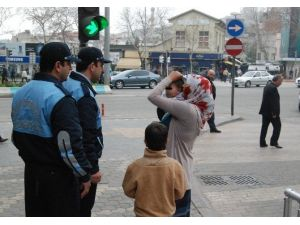 Kahramanmaraş'ta Suriyeli Dilenciler Çevre İllere Gönderiliyor