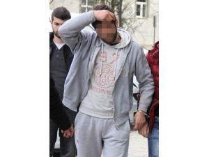 Evinin Çatısında Arkadaşı Ölünce Uyuşturucudan Gözaltına Alındı