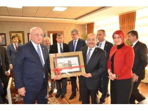 TBMM Başkanı Kahraman'dan Başkan Gümrükçüoğlu'na Ziyaret