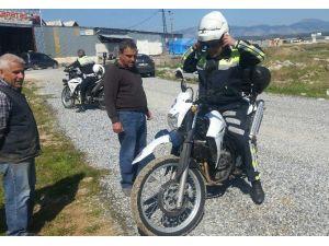 Dur İhtarına Uymadı, Polis Motosikletinin Üzerinden Geçti