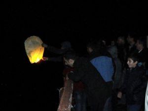 Bitlisliler Nevruz'u Vangölü Üzerinde Halay Çekerek Kutladı