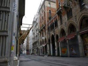 Bomba Korkusu İle Caddeler, AVM'ler Boşaldı, Paket Servis Hizmeti Patladı
