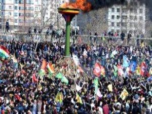 Diyarbakır'daki Nevruz Alanında PKK Bayraklarından Daha Fazla Barzani Bayrağı Vardı