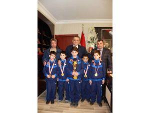 Başkan Sağıroğlu Şampiyonları Ödüllendirdi