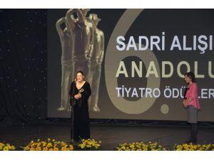 6. Sadri Alışık Anadolu Tiyatro Oyuncu ödülleri verildi