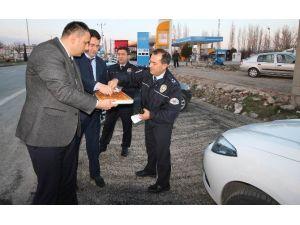 Beyşehir'de Uygulama Yapan Polislere Baklava İkramı