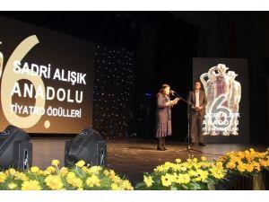 """""""6. Sadri Alışık Anadolu Tiyatro Oyuncu Ödülleri"""" Sahiplerini Buldu"""