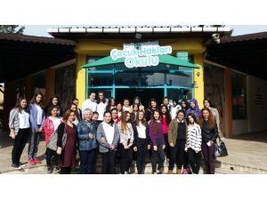 Kız Meslek Öğrencileri'nden Çocuk Hakları Okuluna Ziyaret