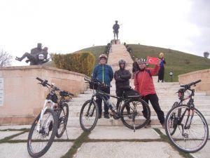 """101 Bisikletçi Pedallarını Zaferin """"101. Yıl Dönümü"""" İçin Çevirdi"""