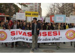 Sivas Lisesi, Yaşlılığa Dikkat Çekmek İçin Yürüyüş Düzenledi