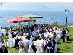 Başkan Uysal, Yaşlılar Haftası Yemeğine Katıldı