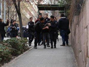 Cebeci'de izinsiz pankarta 13 gözaltı