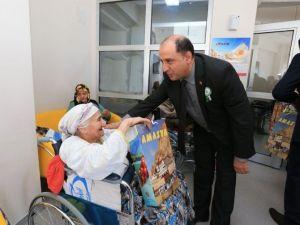 Vali Çomaktekin'den Yaşlılara Saygı Mesajı
