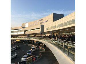 Fransa'da Havalimanı Güvenlik Gerekçesiyle Boşaltıldı
