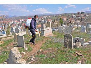 Gölbaşı İlçesinde Mezarlıklar İlaçlandı