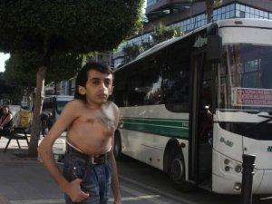 Engellinin İsyanı! Otobüs Durağında Soyundu