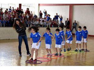 Aliağa'da Çocuklar Yarışmalarda Gönüllerince Eğlendi