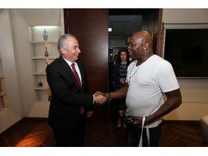 Amerikalı Sanatçı Campbell'den Başkan Zolan'a Ziyaret
