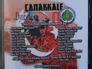 """Öğrencilerden """"Çanakkale"""" Adlı İngilizde CD"""