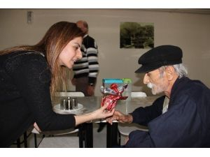 Türk Sağlık Sen'den Huzurevine Ziyaret