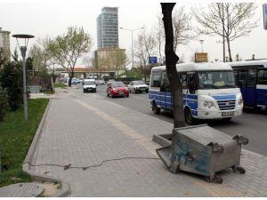 Bursa'da şiddetli lodos hayatı olumsuz yönde etkiliyor