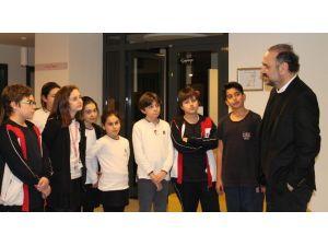 Minik Öğrenciler Hakan Aysev'i Hayran Bıraktı