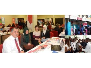 Turgut Özal, Dünya Eğitim Fuarlarında Öğrencilerin Gözdesi