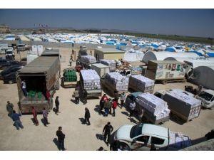 Zeytin Bahçelerine Sığınan Suriyelilere 10 Araçlık Yardım