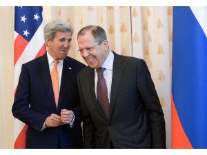 Lavrov ve Kerry görüşmesi karşılıklı şakalaşma ile başladı