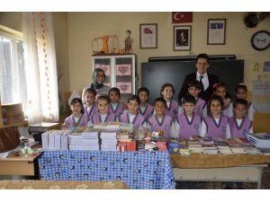 Kilis'te 'Kitap Topla, Kütüphanesiz Okul Bırakma' Projesi