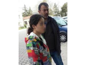 Polis Aracına Tekme Atmaktan Ceza Alan Genç Kadın Tutuklandı